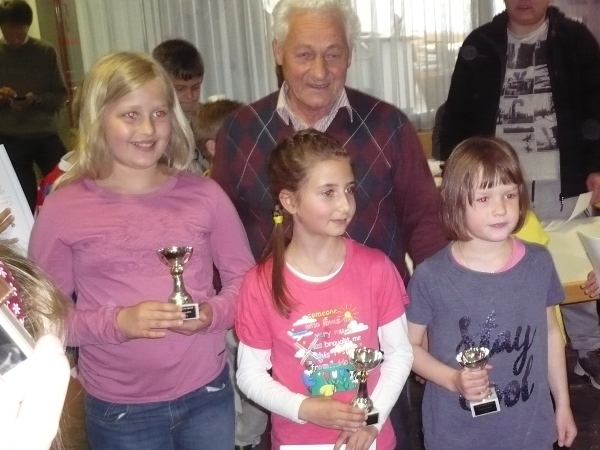 Die Siegerinnen des B-Turniers: vlnr. Sandra ZEDROSSER (2.), Manuela RECHER (1.), Leefke GISELBRECHT (3.)